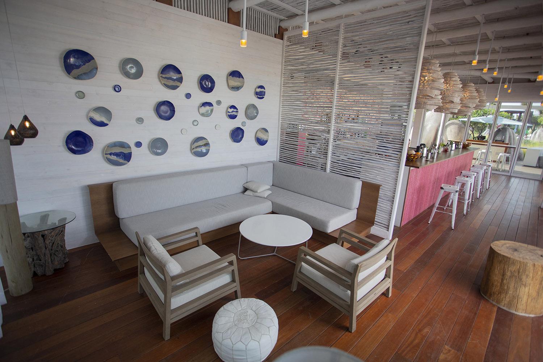 lounge-slide2